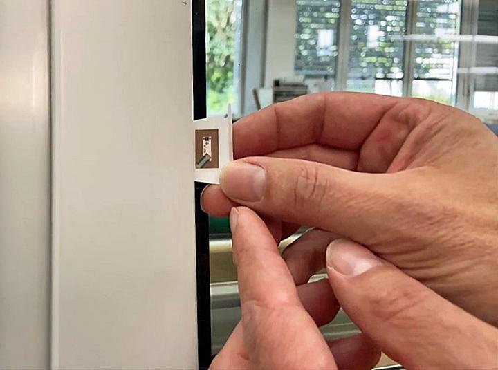 Einbau des Chips in den Fensterflügell